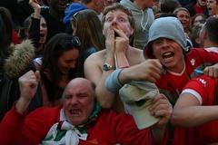 Xứ Wales vỡ oà trong đêm lịch sử quật cường