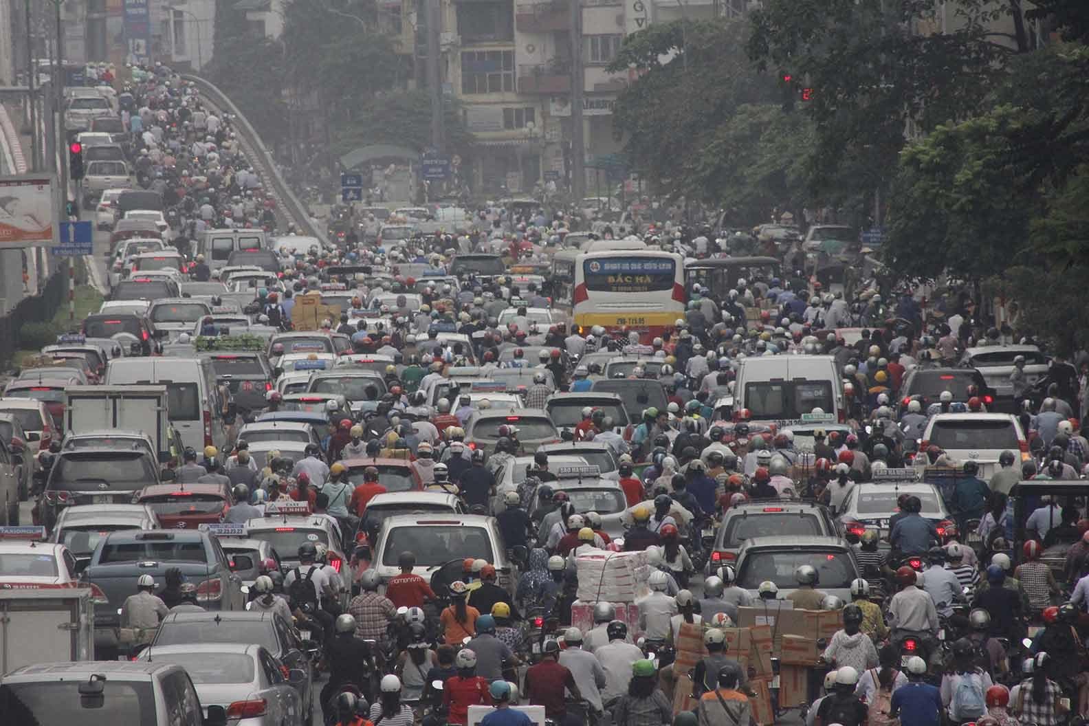 giao thông việt nam, giao thông việt nam hỗi loạn, tắc đường, tắc đường ở Việt Nam, giao thông việt nam giống như bên trời tây, tắc đường ở Hà Nội