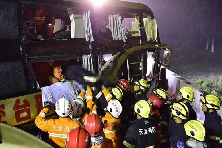 Trung Quốc: Tai nạn xe khách thảm khốc, 26 người chết