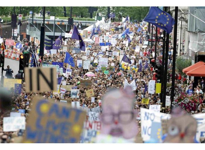 Hàng nghìn người nói Không với Brexit