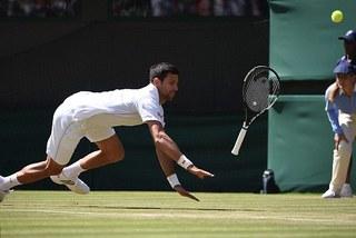 Video Djokovic thảm bại trước Querrey tại Wimbledon