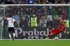 """Đức """"phá dớp"""" trước Italia: Định mệnh số 9"""