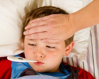 trẻ em, hạ nhiệt, sốt, chăm sóc, thân nhiệt, cha mẹ, chăm con, kinh nghiệm