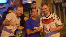Cuồng nhiệt không khí Euro trên phố Tây ở Sài Gòn