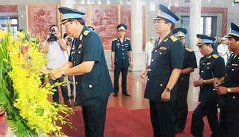 Tiễn biệt phi đội trưởng bình dị trên Casa 212 ở TP.HCM