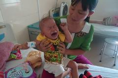 Sự sống mong manh của bé gái 2 tuổi mắc u nguyên bào thần kinh