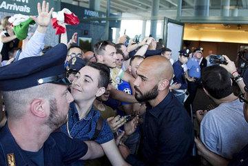 Italia được đón chào như những người hùng