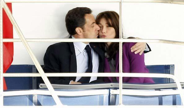 Cựu Tổng thống Pháp bị vợ dọa 'cắt cổ'