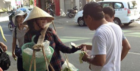 Khách Trung Quốc trêu chị bán chuối