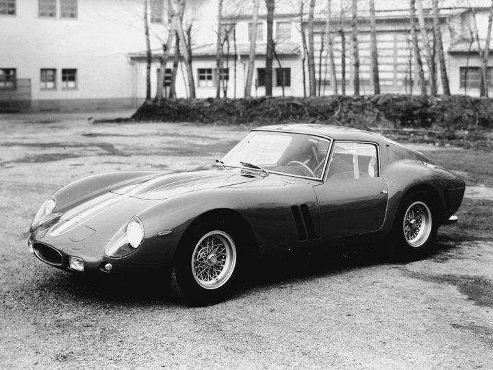 Chiếc xe cổ đắt nhất lịch sử bán đấu giá