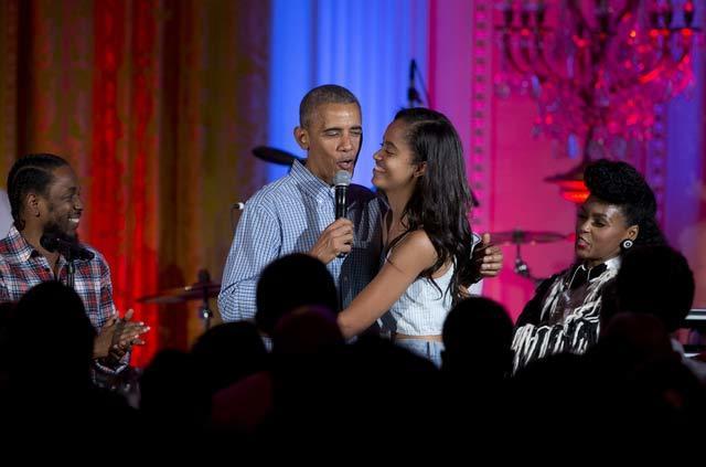 Nghe Obama hát mừng sinh nhật con gái