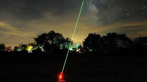 Đề nghị xử lý hình sự người chiếu tia laser vào máy bay