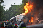 Hà Nội: Cháy xe bồn cạnh cây xăng Đền Lừ