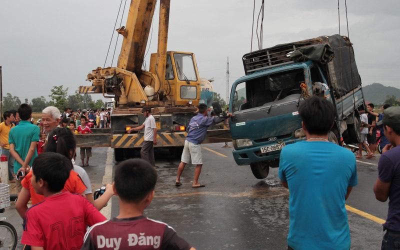 Hàng loạt tai nạn trên 1 đoạn đường trong buổi chiều