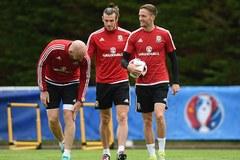 Sao Leicester thay Ramsey cầm giữa Xứ Wales