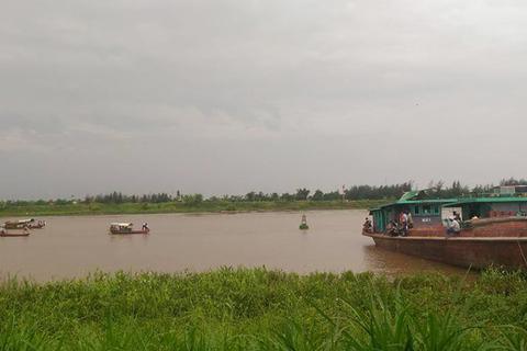 Chìm tàu trên sông hồng