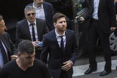 Messi bị kết án 21 tháng tù vì trốn thuế