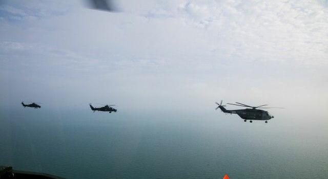 TQ tung trực thăng WZ-10 tập trận trên biển Đông