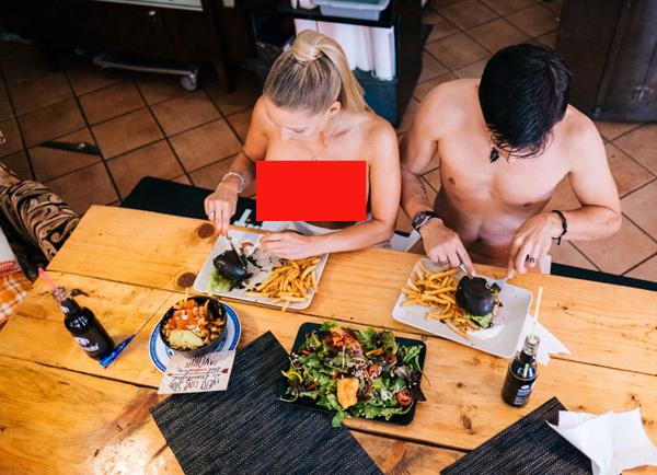 Nhà hàng để mặc thực khách khỏa thân ăn nhậu