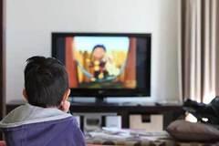 Chỉ một câu nói, mẹ Nhật khiến con lập tức tắt tivi và đi ngủ