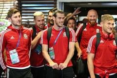 Gareth Bale và đồng đội rạng rỡ ngày về nước