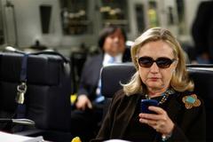 'Bóng ma' email lại trở về 'ám' Hillary