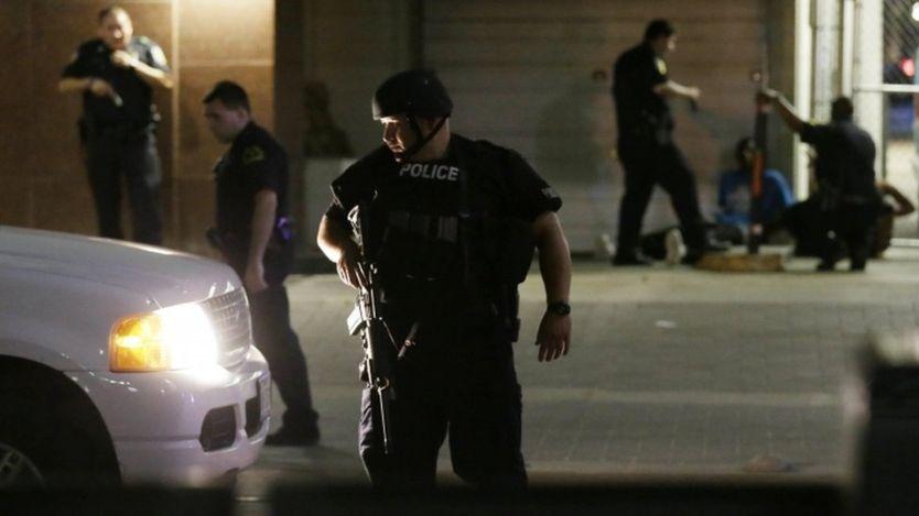 Bị bắn tỉa giữa biểu tình, 5 cảnh sát Mỹ thiệt mạng