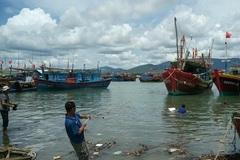 Chìm tàu, 7 ngư dân mất liên lạc sau khi được vớt