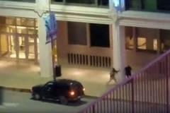 Video cảnh sát Mỹ đấu súng với tay bắn tỉa