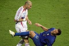 """Trước chung kết EURO 2016: Sự thật """"cú húc đầu"""" của Zidane"""
