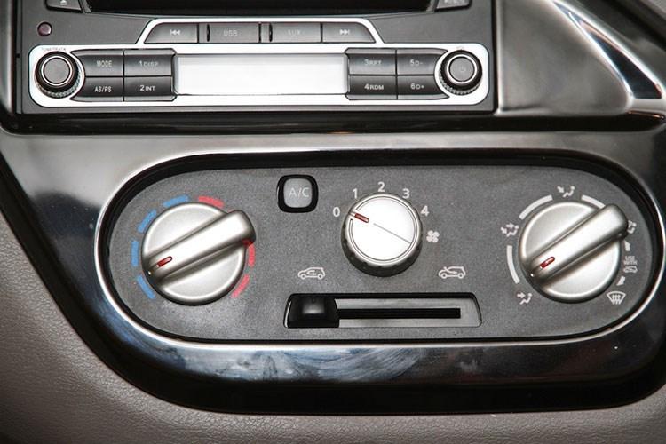 Xe ô tô Nissan Datsun Redi-Go giá chỉ 80 triệu VNĐ, vừa ra mắt đã cháy hàng 11