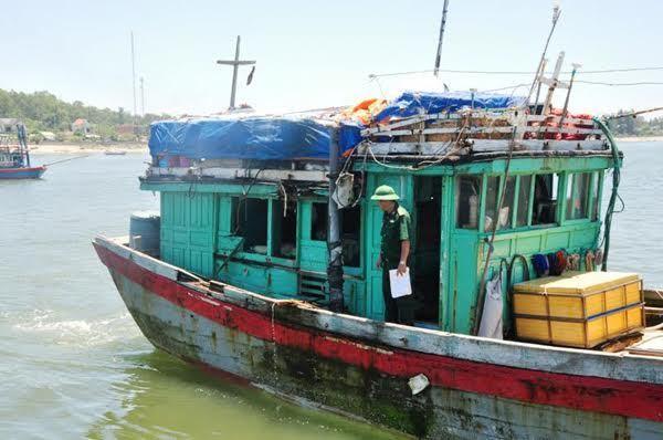 Tàu nước ngoài đâm chìm tàu cá Quảng Ngãi