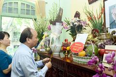 Thủ tướng dâng hương tưởng niệm Tổng bí thư Lê Duẩn