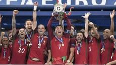 Vô địch EURO, Ronaldo và đồng đội ẵm 27 triệu USD