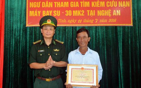 Hà Tĩnh: Khen thưởng ngư dân cứu sống phi công Su-30MK2