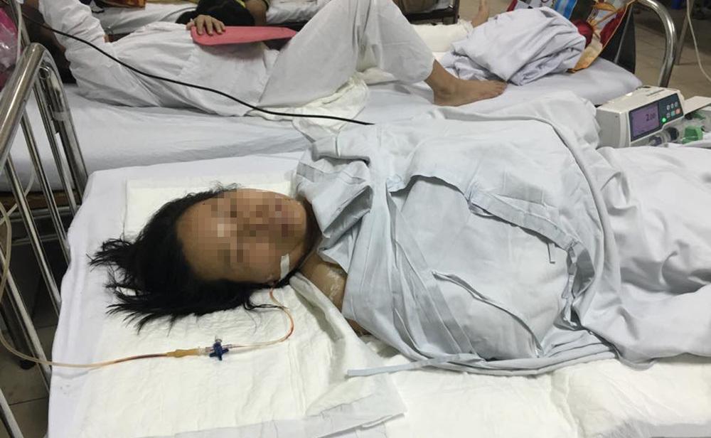 Hà Nội: Chồng chém vợ lìa ngón tay, khâu chi chít đầu và mặt