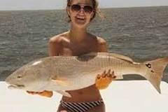 Instagram ngập ảnh gái xinh che 'núi đôi' bằng cá