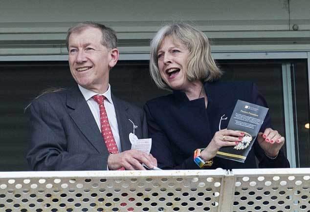 Quý ông đứng sau tân nữ Thủ tướng Anh