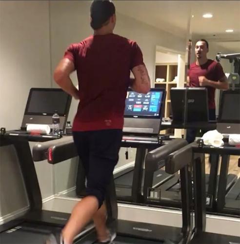 """Ibrahimovic tập luyện điên cuồng, sẵn sàng """"gây bão"""" ở MU"""