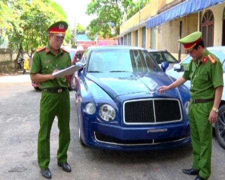 Bắt giữ xe sang Bentley nhập lậu