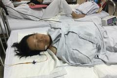 Hà Nội: Cãi nhau ngoài đồng, chồng đuổi chém vợ liên tiếp
