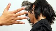 Sau khi khám hiếm muộn, chồng đánh vợ thâm tím mặt mày