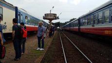 Cháy đầu máy tàu hỏa, đường sắt Bắc- Nam tê liệt nhiều giờ