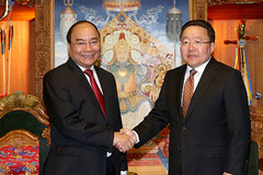 Thủ tướng Nguyễn Xuân Phúc hội kiến Tổng thống Mông Cổ