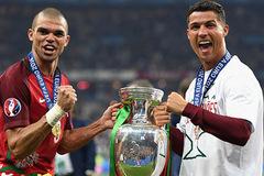 Real Madrid chuẩn bị thưởng cho Ronaldo và Pepe