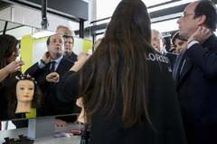 Tiết lộ thu nhập khủng của thợ làm tóc cho Tổng thống Pháp