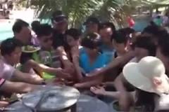 Clip du khách Trung Quốc tranh đồ ăn trong tiệc buffet ở Việt Nam