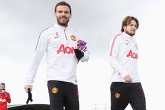 Mourinho mở đường máu: Mata, Blind và Fellaini sướng rơn
