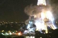 Khói đen bao trùm tháp Eiffel ở Paris