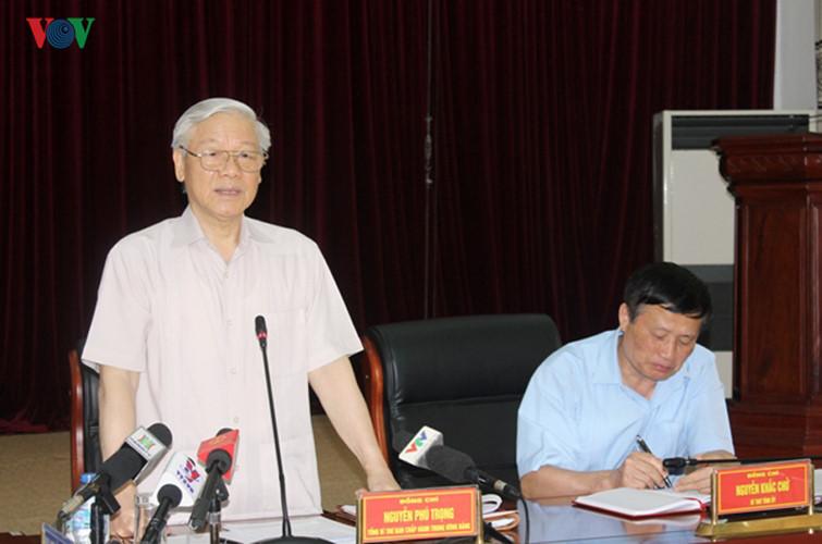 Tổng Bí thư hái chè cùng đồng bào ở Bản Bo, Lai Châu